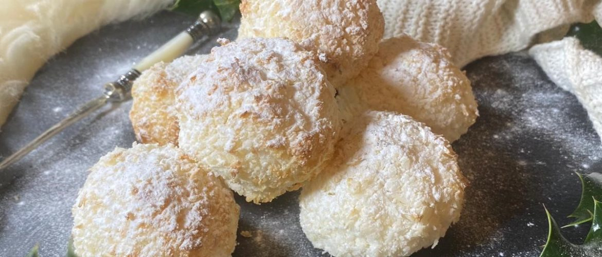 Fluffy Mallowy Coconut Snowballs
